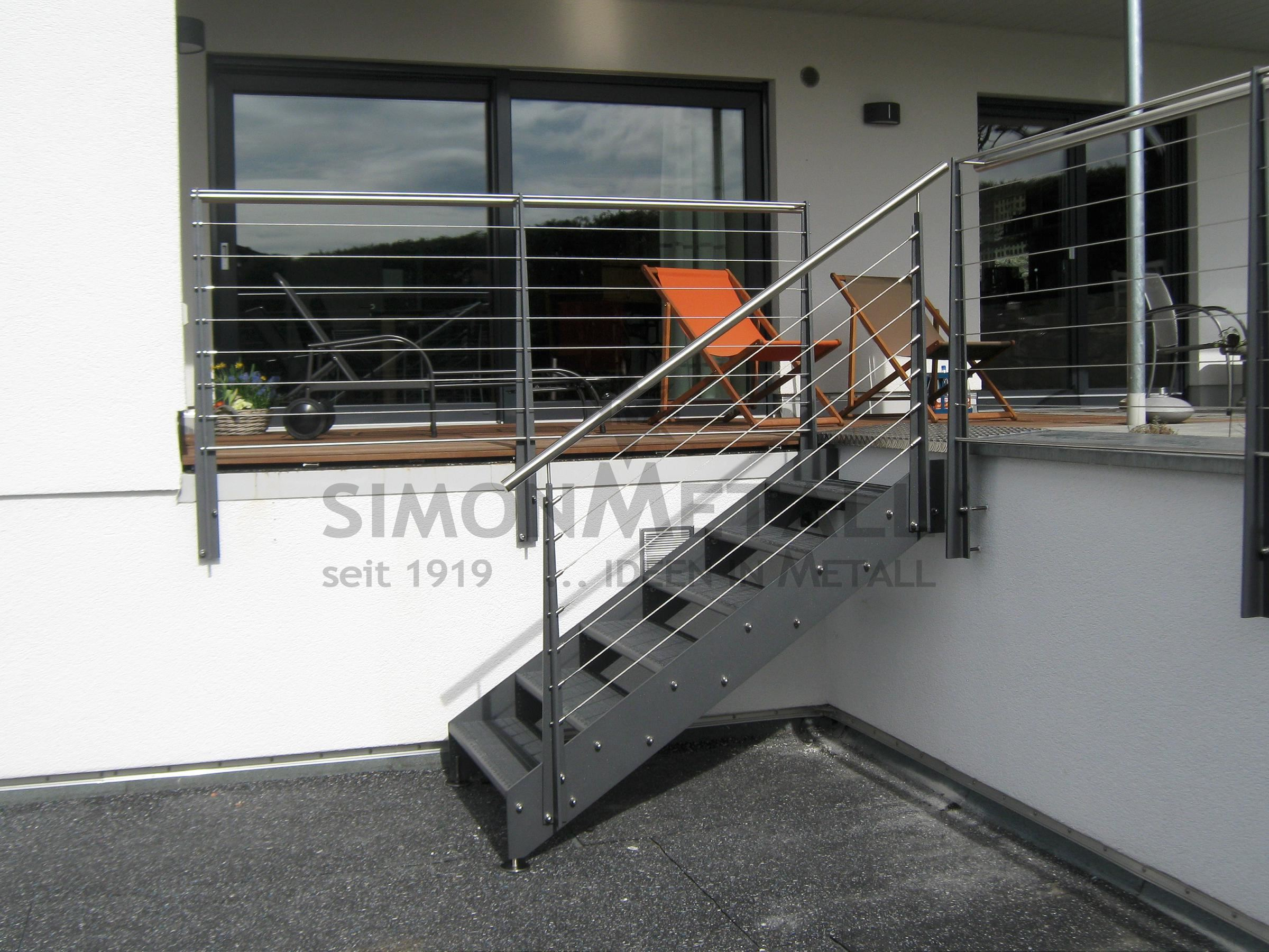 treppenanlagen aussen simonmetall gmbh co kg in tann rh n g nthers. Black Bedroom Furniture Sets. Home Design Ideas