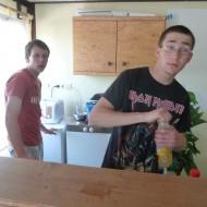 Julian Krick und Leon Hornig managen die Bar.