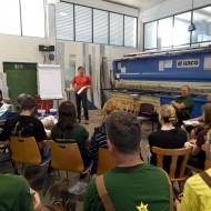 Herr Staudtmeister referiert über die verschiedenen Arten von Dübeln