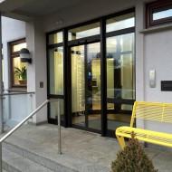 """Hier der Eingang zum Planungsbüro """"IDEENWERKBANK""""."""